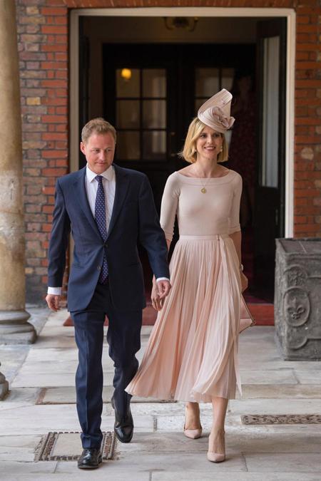 Cha đỡ đầu Guy Pelley của Louis và vợ Lizzy. Guy là bạn thân của cả Hoàng tử Harry và Hoàng tử William.