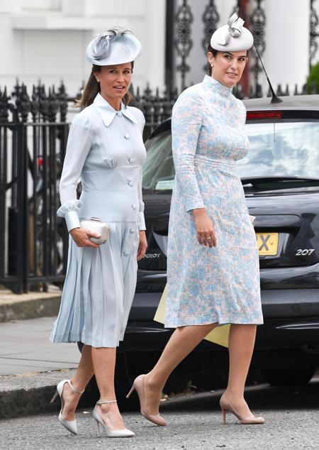 Trước đó, em gái Kate, Pippa Middleton và em họ, Lucy Middleton, là những khách mời đến sớm nhất. Lucy hiện là luật sư vàlà một trong 3 mẹ đỡ đầu của Hoàng tử Louis.