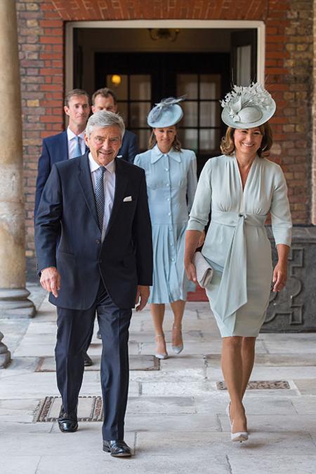 Bố mẹ của Kate, bà Carole và ông Michael Middleton.