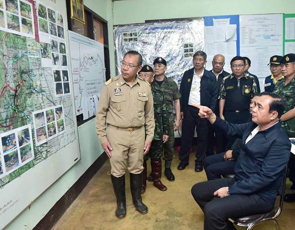 Thủ tướng Thái Lan, ông Prayut Chan-o-chau, tiết lộ các cậu bé ra khỏi hang được cho dùng thuốc an thần, không phải thuốc gây mê.\