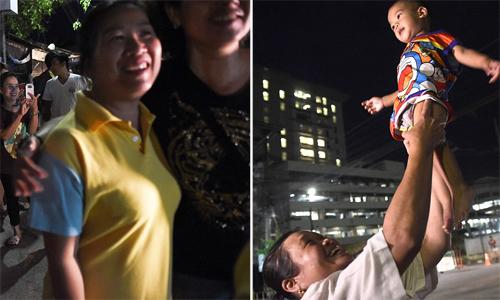 Người Thái Lan mở tiệc mừng xuyên đêm sau khi đội bóng nhí được cứu
