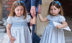 Công chúa Charlotte 'chiếm sóng' trong lễ rửa tội của em trai