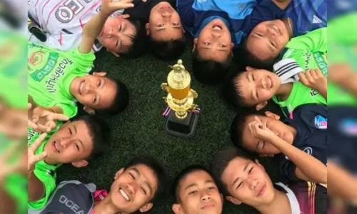 Những ngày tháng vui vẻ trước khi bị mắc kẹt của nhóm trẻ Thái Lan