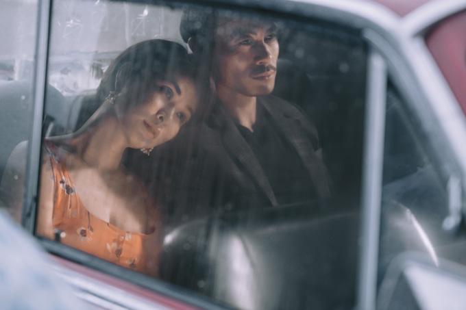 Nội dungMV là hành trình tình yêu của một đôi tình nhân. Họ trải qua những giây phút yêu đương đắm đuối rồi nguội dần theo thời gian.