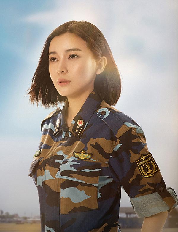 Cao Thái Hà vào vai Trung úy Minh Ngọc, ứng với vai trung úy Joon trong bản gốc.