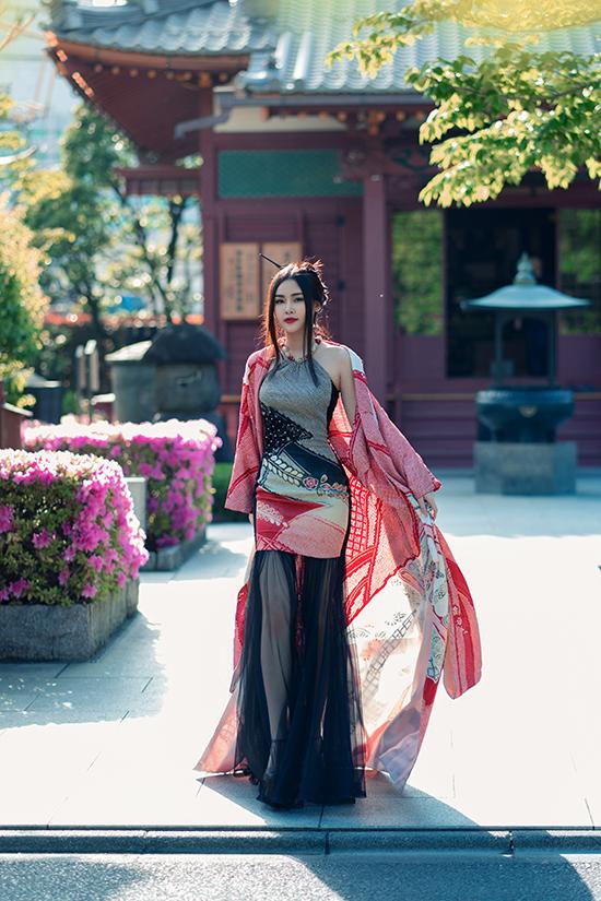 Lê Âu Ngân diện áo dài cách tân khoe dáng tại Nhật Bản - 1