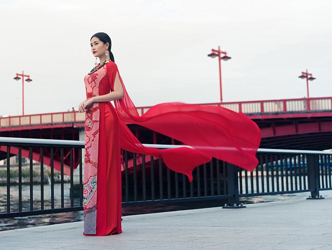 Lê Âu Ngân diện áo dài cách tân khoe dáng tại Nhật Bản - 7