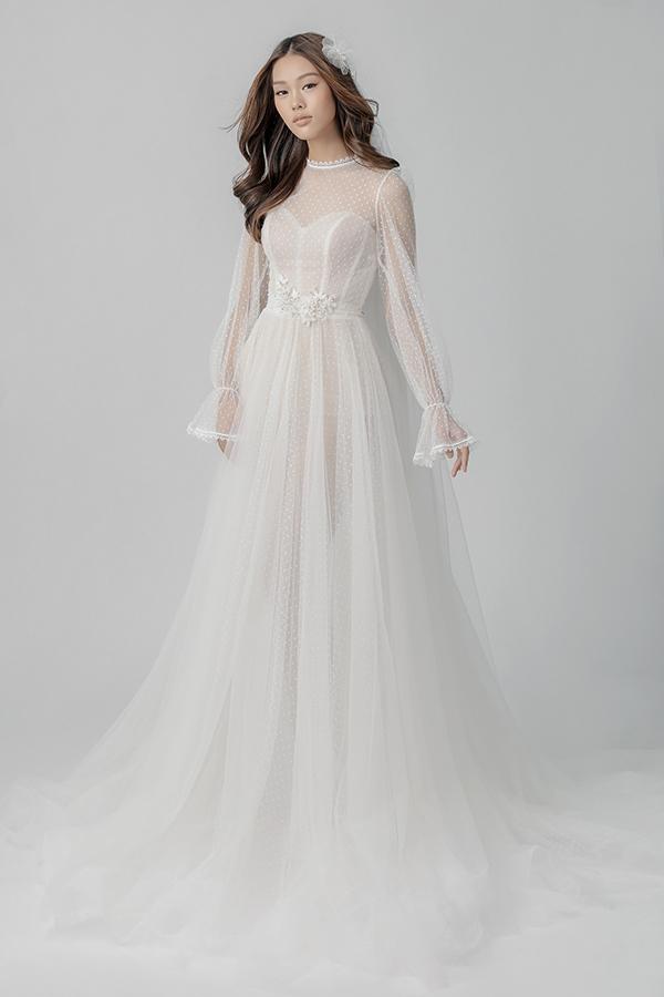 Bộ sưu tập Nàng Mây gồm 35 mẫu váy cưới nhẹ nhàng được lấy cảm hứng vẻ đẹp từ những áng mây.
