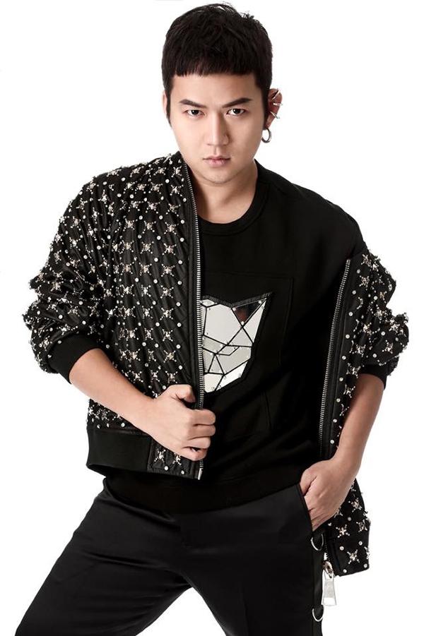 Trước show diễn, Chung Thanh Phongquyết định tổ chứccasting người mẫu tạiĐà Nẵng. Anh cho biết mình muốntạo cơ hội cho những bạn trẻ được tham gia show thời trang hoành tráng.