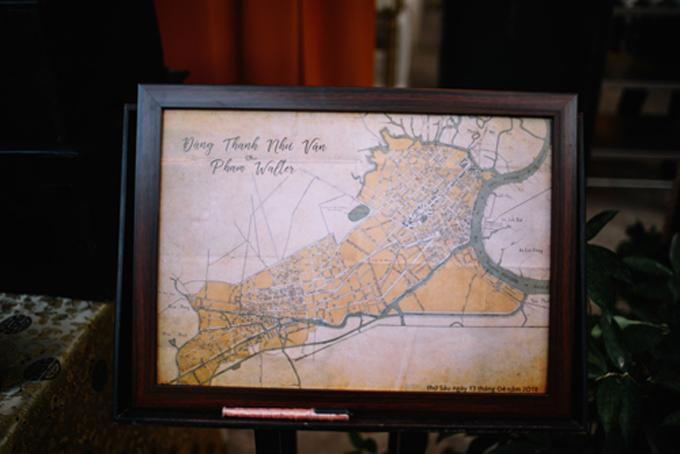 Cô dâu Như Vân còn tự tìm được tấm bản đồ Sài Gòn thưở Pháp thuộckhiến cho khách mời đám cướikhông khỏi ấn tượng.