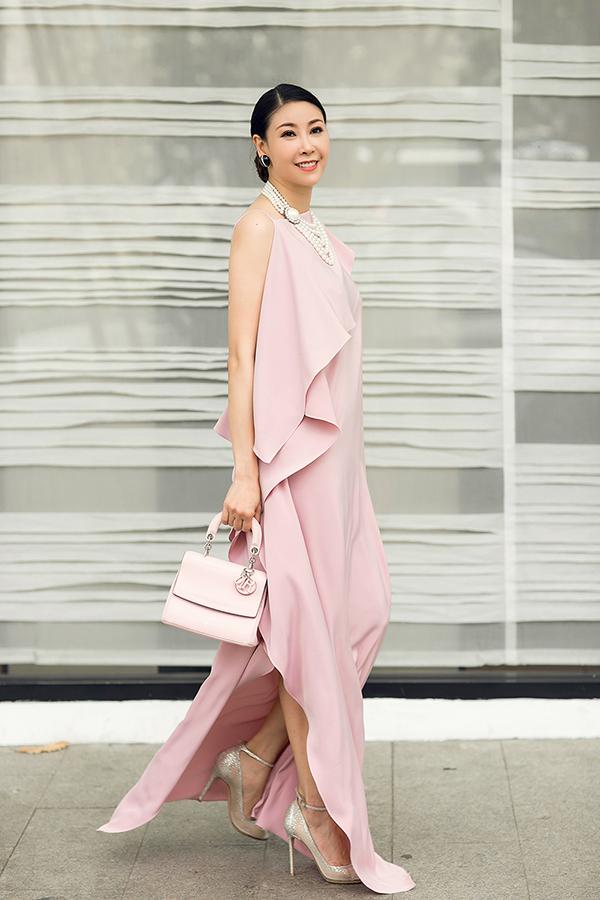 Hà Kiều Anh phối túi hiệu sang chảnh với váy Đỗ Mạnh Cường - 4