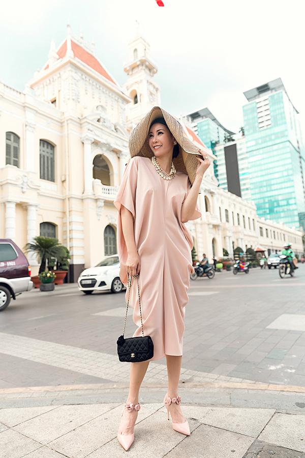 Hà Kiều Anh phối túi hiệu sang chảnh với váy Đỗ Mạnh Cường - 5