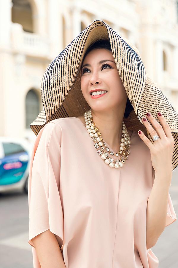 Hà Kiều Anh phối túi hiệu sang chảnh với váy Đỗ Mạnh Cường - 7