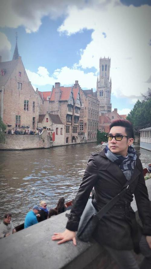 Ca sĩ Quang Hà khoe ảnh vi vu ở Châu Âu.