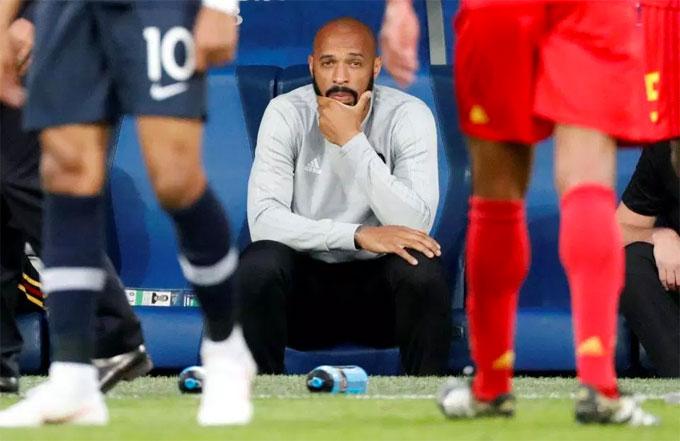 Sau khi giã từ sự nghiệp cầu thủ, anh chuyển sang vai trò trợ lý HLV đội tuyển Bỉ từ năm 2016.