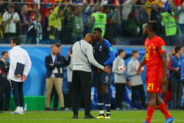 ... và Pogba sau trận Pháp thắng Bỉ 1-0 ở bán kết World Cup. Tuyển áo lam vào chung kết của giải đấu sau 12 năm.