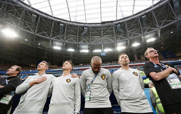 Henry buồn thiu chia vui cùng đội bóng quê hương Pháp - 8