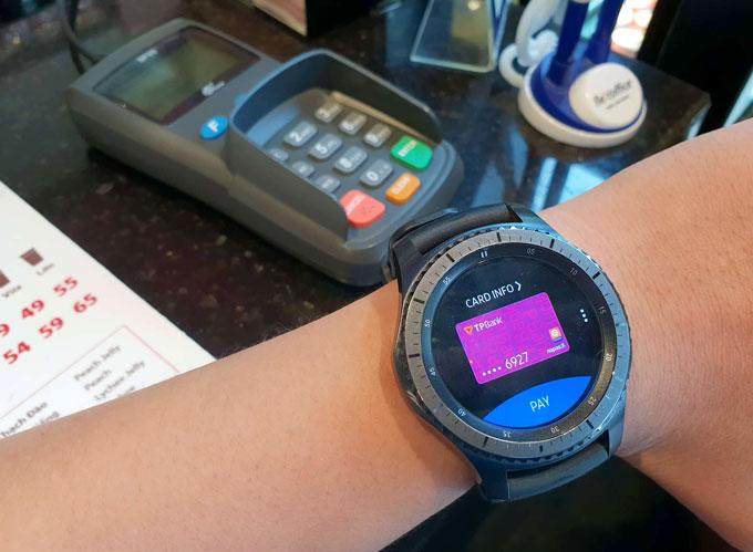 Sử dụng đồng hồ thông minh thanh toán di động tại Việt Nam