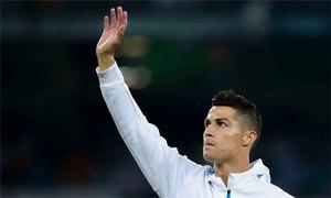 C. Ronaldo cập bến Juventus với hợp đồng 126 triệu USD