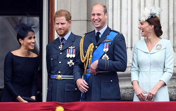 Nghe chuyện đùa, William cố nhịn cười trong khi Kate mặt lạnh te - 2