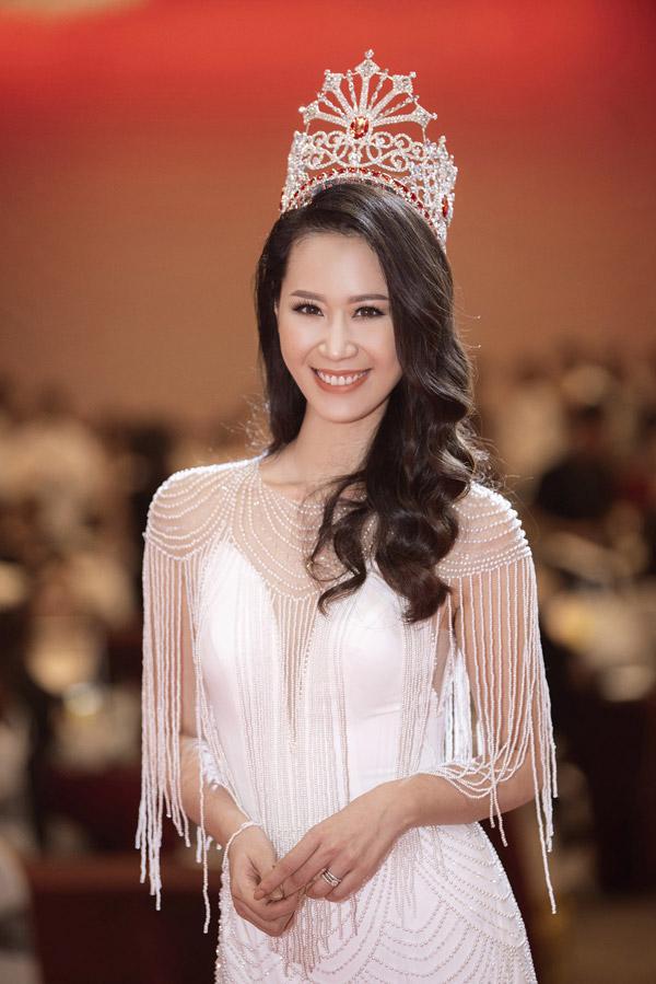 Tại sự kiện người đẹpkhoe chiếc vương miện mà cô đã giành chiến thắng tại Mrs Worldwide 2018 cuối tháng trước.