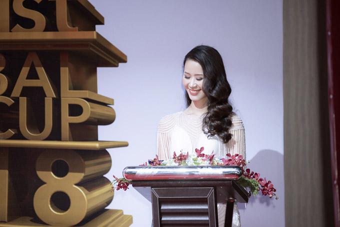 Sau event, Dương Thuỳ Linh đáp chuyến bay về Hà Nội để chuẩn bị hành lý cùng ông xã -doanh nhân Việt Thắng, lên đường sang Seoul công tác trong 5 ngày. Trong chuyến đi, đôi vợ chồng sẽ gặp gỡ một số đối tác kinh doanh và tranh thủ tận hưởng khoảng thời gian rảnh để khám phá Hàn Quốc.