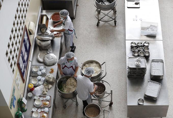 Khu bếp trong bệnh viện tỉnh Chiang Rai. Ảnh: Thai TV.