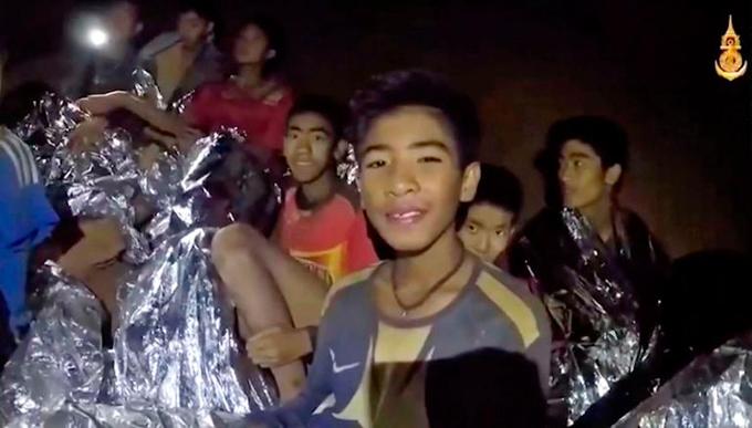 Khuôn mặt hốc hác của các cậu bé khi được tìm thấy trong hang. Ảnh: Seals.