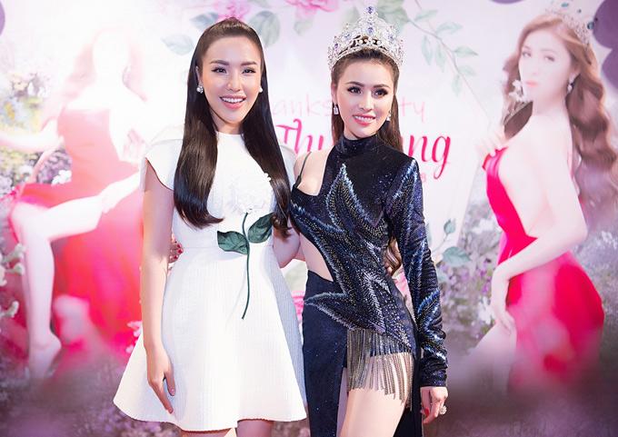 Á hậu Biển Khánh Phương mặc đơn giản dự tiệc.