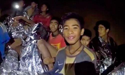 Các cậu bé Thái Lan sút 2 kg sau hơn 2 tuần trong hang