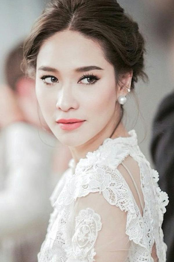Ploy Cherman Được mệnh danh là Phạm Băng Băng của Thái Lan vì nhiều tin đồn xoay quanh đời tư và cuộc sống sangchảnh. Tuy nhiên tài năng và sức hút của Ploy là điều không thể phủ nhận. Cô trở nên nổi tiếng khi vào vai June/Tang trong bộ phim The Love of Siam. Sau đó, nữ diễn viên nhận được sự tin tưởng của nhiều đạo diễn, tần số xuất hiện của Ploy ngày một dày đặc hơn trên màn ảnh nhỏ. Cát-xê tính tới năm 2016 của mỹ nhân cho mỗi tập phim vào khoảng 72 nghìn baht (52 triệu đồng). Với gu ăn mặc luôn dẫn đầu xu hướng, cô được người hâm mộ phong danh hiệu Biểu tượng thời trang Thái Lan và mời ngồi ghế nóng nhiều chương trình liên quan đến nhan sắc. Hiện tại, Ploy dành thời gian để nghỉ ngơi sau khi chương trình The Face Thái Lan kết thúc.