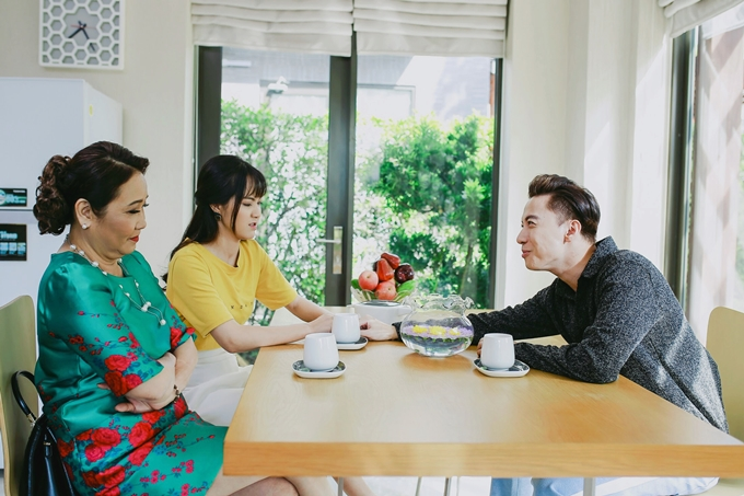 Khi biết Linh quen cháu trai, người bà vô cùng ủng hộ, giục Long phải tổ chức một đám cưới thật hoành tráng dù cả hai không môn đăng hộ đối. Bà nội còn bắt Linh dạy cho Long học nấu ăn - điều mà trước giờ anh chàng chưa từng biết.