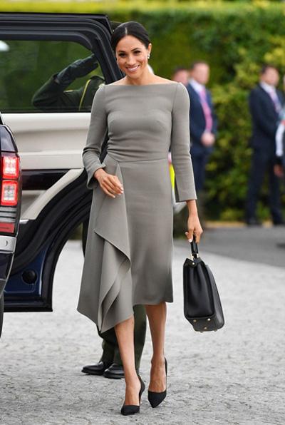 Meghan khoe dáng mảnh khi cùng chồng tới dinh thự tổng thống Ireland