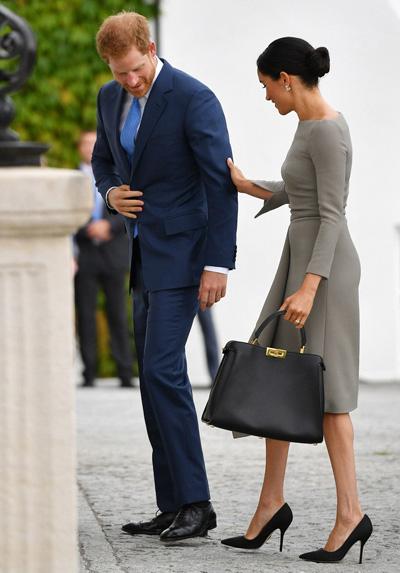 Meghan khoe dáng mảnh khi cùng chồng tới dinh thự tổng thống Ireland - 3