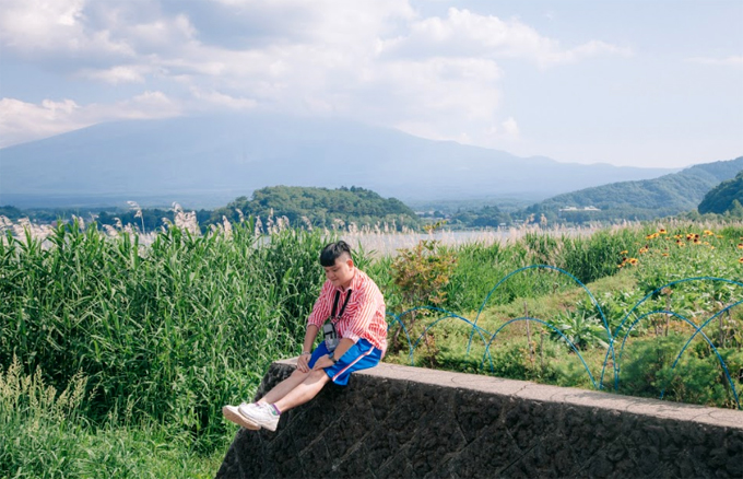 6. Công Viên Oishi: nằm ở bờ bắc của Hồ Kawaguchi. Từ công viên, có thể nhìn toàn cảnh Hồ Kawaguchi và Núi Phú Sĩ tuyệt đẹp. Công viên có con đường đi dạo trồng nhiều loài hoa đẹp với tổng chiều dài 350m. Từ cuối tháng 6 đến cuối tháng 7 là thời điểm khoe sắc của cánh đồng hoa lavender với những cánh hoa tím lãng mạn