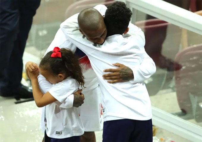 Những đứa con là niềm động viên, an ủi lớn của hậu vệ MU sau trận đấu.