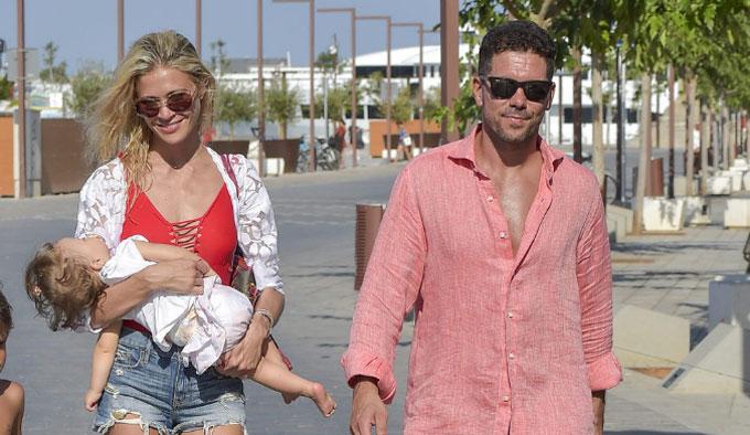 Simeone đang hạnh phúc với cuộc sống ở Tây Ban Nha với bạn gái trẻ và đứa con gái hai tuổi. Hợp đồng của ông và Atletico Madrid kết thúc vào năm 2019.