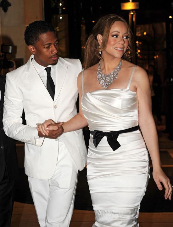 Mariah Carey và Nick Cannon say nắng nhau ở trường quay video ca nhạc Bye Bye vào tháng 3/2008. Chưa đầy một tháng sau, Nick cầu hôn Mariah và kết hôn luôn trong kỳ nghỉ ở Bahamas vào ngày 30/4. Cặp sao chênh nhau 10 tuổi từng có cuộc hôn nhân hạnh phúc kéo dài 6 năm trước khi ly hôn trong êm thấm vào năm 2014.