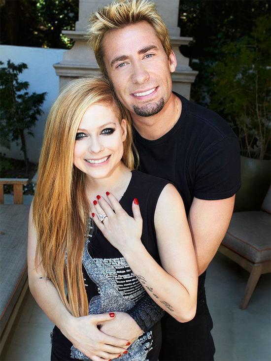 Nữ ca sĩ Avril Lavigne nhận lời cầu hôn của ngôi sao ca nhạc Chad Kroeger vào tháng 8/2012 sau đúng một tháng hẹn hò. Đám cưới lãng mạn phong cách gothic của cặp sao Canada diễn ra vào tháng 7/2013 ở Italy. Tuy nhiên, cuộc hôn nhân của hai người chỉ kéo dài 2 năm.