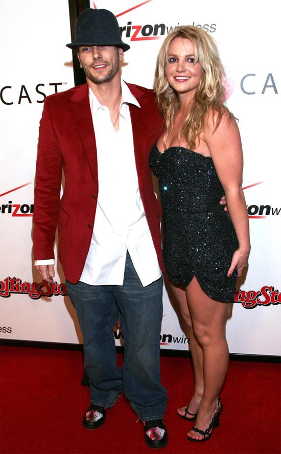 Britney Spears cũng từng nổi tiếng vì tình yêu sét đánh với vũ công Kevin Federline. Bắt đầu hẹn hò vào tháng 4/2004, đôi uyên ương đính hôn vào tháng 7 và cưới vào mùa thu năm đó. Nhưng cũng rất nhanh, Britney ly hôn Kevin sau 2 năm chung sống và có hai cậu con trai.