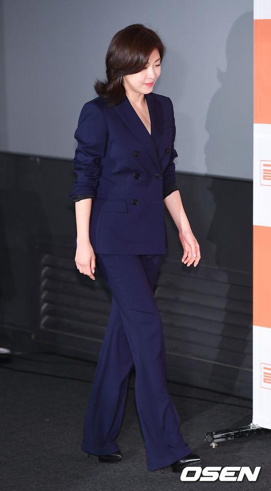 Ha Ji Won mới đây thông báo trở lại màn ảnh nhỏ với bộ phim Prometheus, trong vai một điệp vụ mật. Bộ phim gần đây mà cô đóng là Con tàu y đức năm 2017.