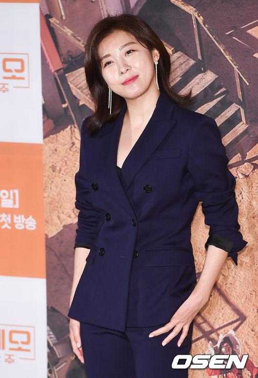 Ha Ji Won mặt không một nếp nhăn ở tuổi 40 - 6