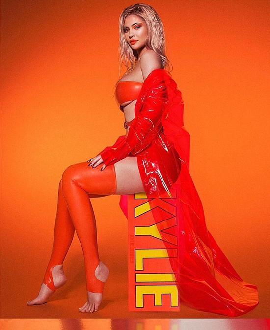 Kylie quảng cáo thương hiệu mỹ phẩm của cô trên Instagram hơn 100 triệu người dõi theo.