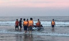 Sóng lớn cuốn trôi 8 du khách tắm biển Thanh Hóa