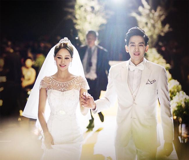 Vợ chồng Ryu Philip và Shim Mina trong đám cưới hôm 7/7.