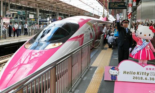 Chuyến tàu Hello Kitty đưa hành khách lạc vào thế giới thần tiên