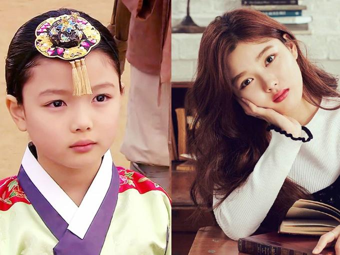 Kim Yoo Jung  Sao nhí họ Kim sinh ngày 22/9/1999 tại Seol, Hàn Quốc. Ngay từ khi 4 tuổi cô đã tham gia nhiều cuộc thi tài năng dành cho các em bé cùng chị và đạt được nhiều thành tích. Yoo Jung đến với điện ảnh khi mới 5 tuổi qua tác phẩm về đề tài chiến tranh DMZ. Tuy tuổi đời còn trẻ nhưng mỹ nhân đã tích lũy rất nhiều bộ phim ở cả lĩnh vực truyền hình lẫn điện ảnh. Lên 10 tuổi, cô đã nhận được nhiều giải thưởng và đề cử tại những Lễ trao giải lớn như SBS Drama Awards, Grand Bell Awards. Không chỉ tích cực hoạt động ở lĩnh vực phim ảnh, Kim Yoo Jung còn nhận lời làm người mẫu, đại sứ thương hiệu cho nhiều nhãn hàng thời trang và chiến dịch cộng đồng. Hiện tại, cô là một trong những nữ diễn viên trẻ tiềm năng và sở hữu lượng fan đông đảo không chỉ ở Hàn Quốc.