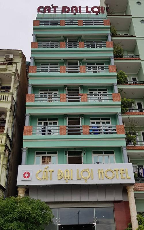 Khách sạn Cát Đại Lợi 1, nơi bị du khách tố đuổi ra đường.