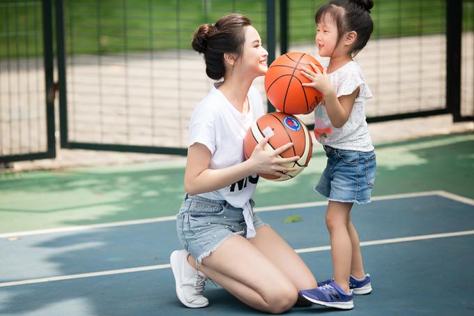 Để thúc đẩy niềm yêu thích vớithể thao cũng như mọi hoạt động hàng ngày, cách của Khánh Ly là cùng con tham gia lúc đầu, rồi từ từ rút dần ra khi thấy con đã thực sự yêu thích.