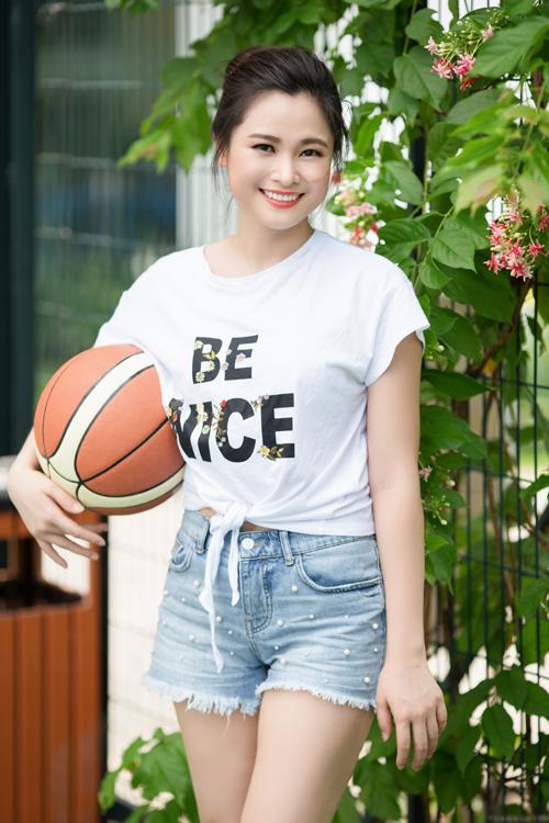 Với lợi thế ngoại hình, gương mặt đẹp và kinh nghiệm 10 nămlàm truyền hình, Khánh Ly có nhiều cơ hội để phát triển sự nghiệp, tuy nhiên cô luôn cố gắng duy trì sự cân bằng giữa công việc với gia đình.